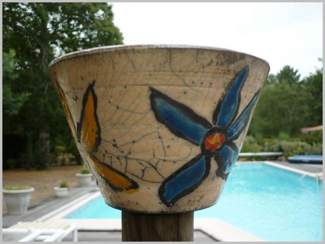 Pot raku nature et fleurs couleur