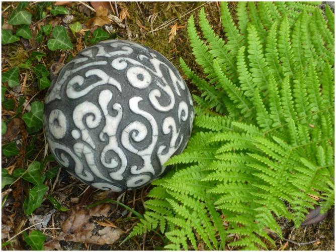 Boule décorée Raku Kéra